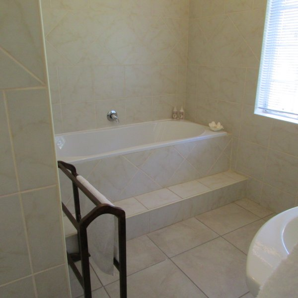 Upstairs Double Suite bathroom
